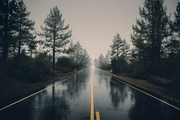change driving strategy when travelling on wet roads - safety tips