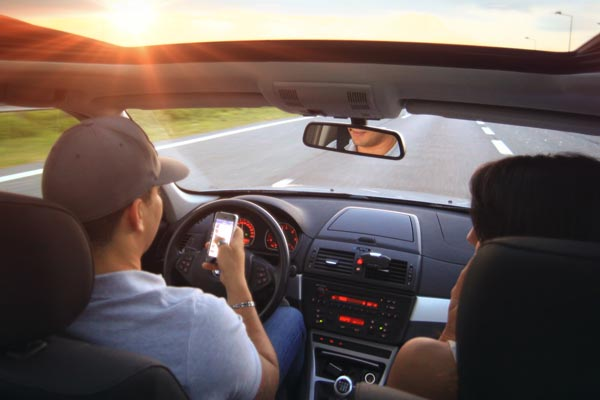 distracted driver texting while driving - New Jersey injury law firm