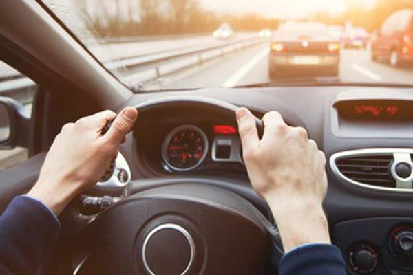 outdated driving safety tips - hands on 10 and 2