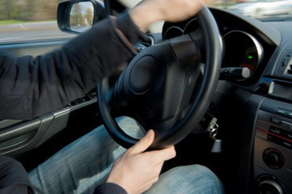 airbag dangers - turning the steering wheel