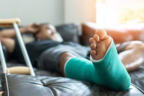 broken bones injury lawyer